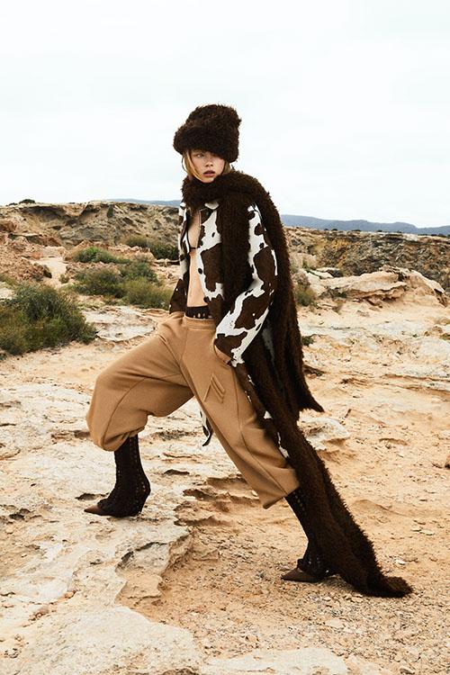 Фото №20 - Цветные шубы, вязаные брюки и венец из перьев: коллекция Attico осень-зима 2021