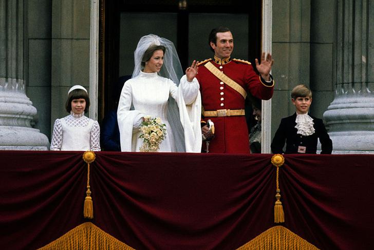 Фото №2 - Свадебная мода по-королевски: 5 знаменитых платьев