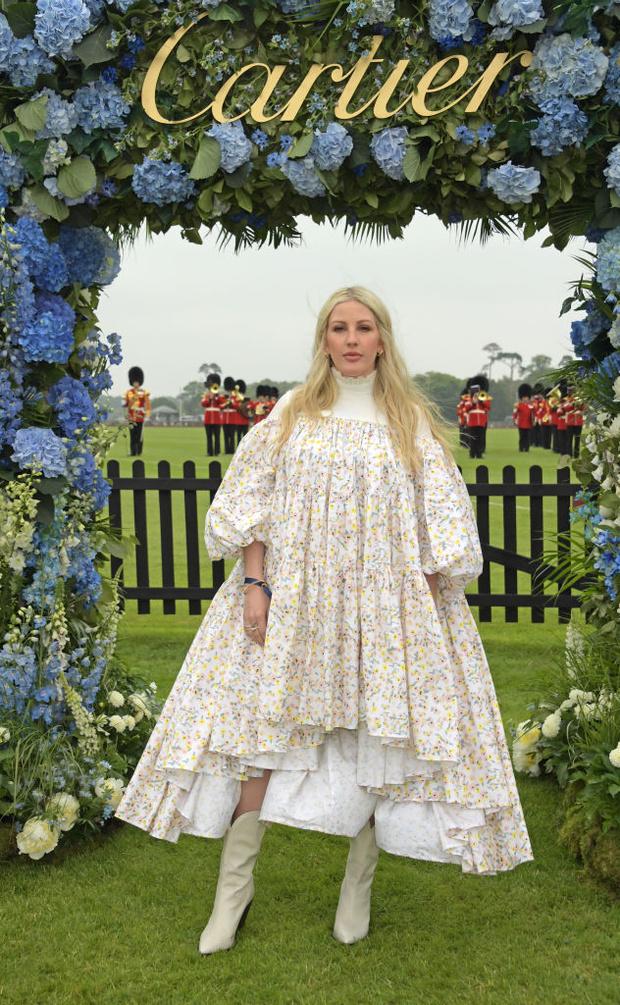 Фото №1 - Это большое, просто огромное платье с оборками ни с чем не сравнится: Элли Голдинг на королевском мероприятии Cartier
