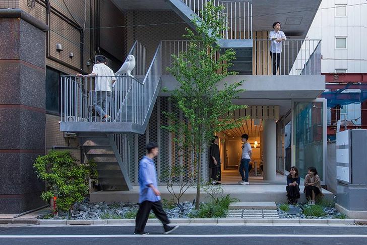 Фото №10 - Отель с лестницами на фасаде в Токио