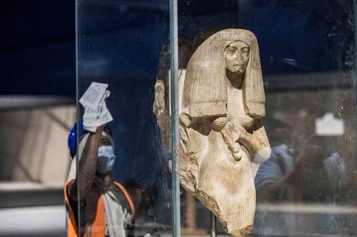 Фото №2 - Вот почему у древнеегипетских статуй отбитые носы