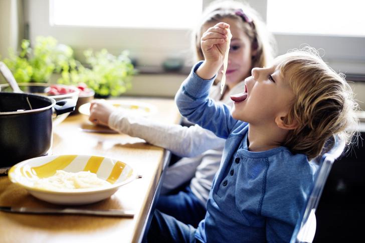 Фото №1 - Обеденный этикет: учим малыша кушать аккуратно