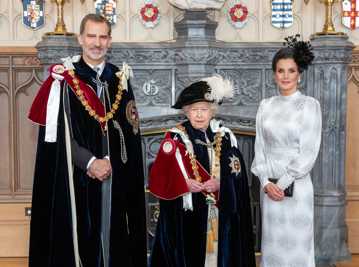 Фото №1 - Цена Короны: какая королевская семья обходится подданым дороже всего