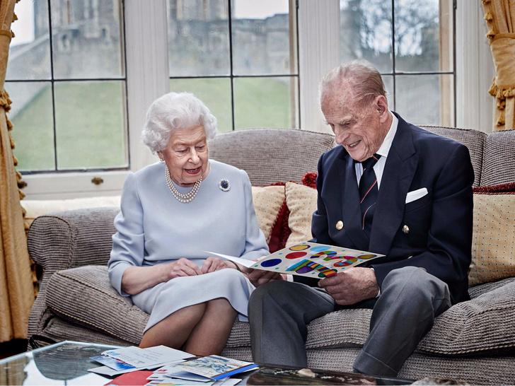 Фото №3 - «Привет» принцу Филиппу и «ответ» Сассекским: тайные смыслы нового выступления Королевы