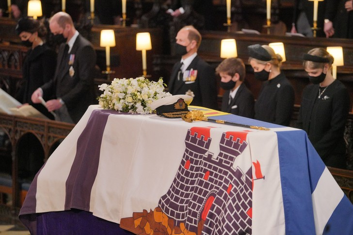 Фото №5 - Последний путь принца Филиппа: как королевская семья прощалась с любимым мужем, отцом и дедушкой