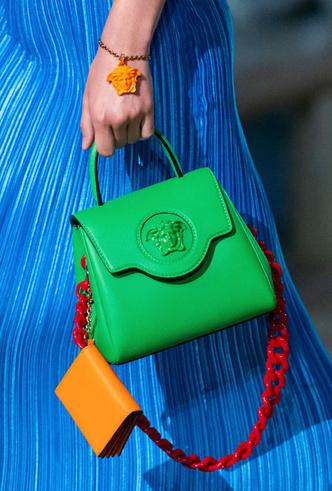 Фото №16 - Самые модные сумки весны и лета 2021