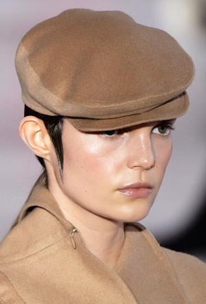 Фото №10 - Шапки, косынки и береты: самые модные головные уборы сезона
