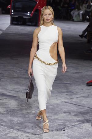 Фото №10 - Полный гид по самым модным платьям для осени и зимы 2020/21