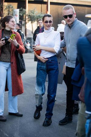 Фото №3 - Базовая водолазка: смотри, как носят популярные селебрити