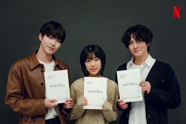 Фото №1 - Чжи Чан Ук и Хван Ин Ёп сыграют в новой дораме от Netflix