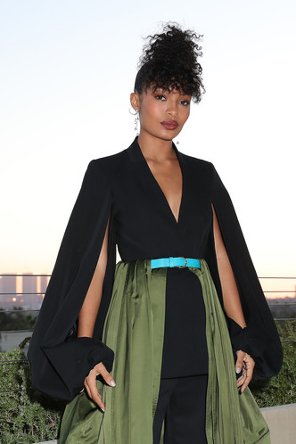 Фото №7 - То ли девушка, а то ли виденье: Яра Шахиди в костюме-кимоно с шелковыми «каплями» и разрезами на рукавах
