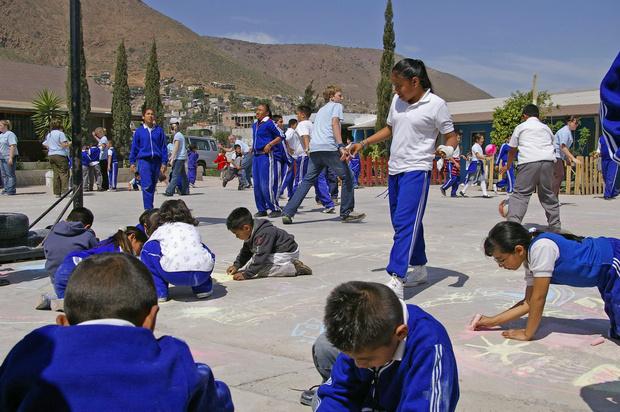 Фото №10 - От шорт до халата: как выглядит школьная форма в разных странах