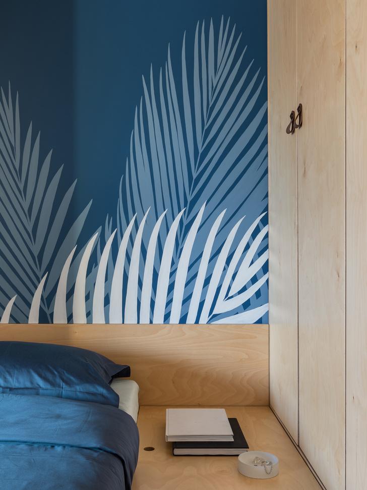 Фото №6 - Цветная студия 25 м² с кроватью на подиуме