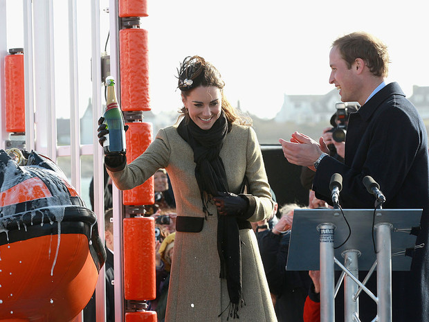 Фото №5 - Еще не герцогиня: каким был первый официальный выход Кейт в качестве невесты принца