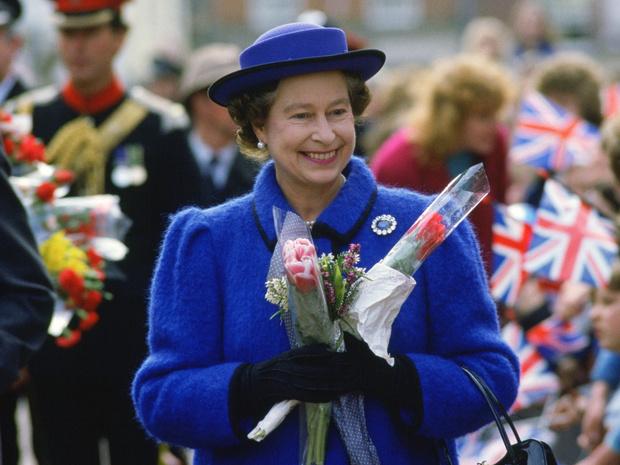 Фото №1 - 12 правил долгой и счастливой жизни от Елизаветы II