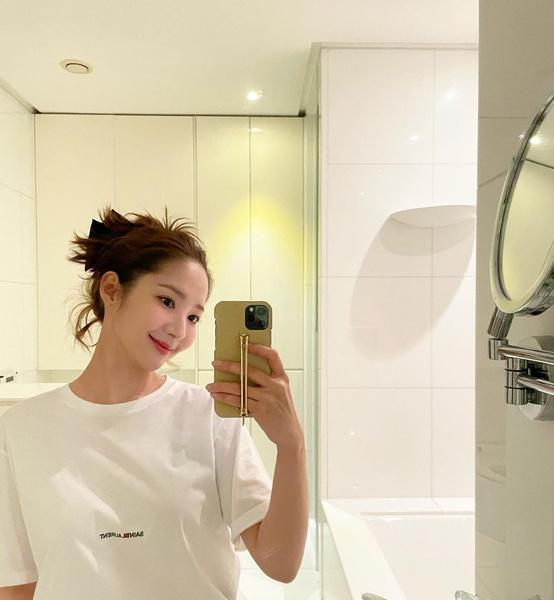 Фото №3 - Как без макияжа выглядеть идеально: бьюти-хаки Пак Мин Ён 👀