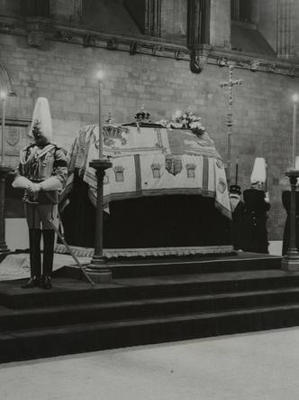 Фото №5 - От королевы Виктории до принцессы Маргарет: какими были похороны Виндзоров за последние сто лет