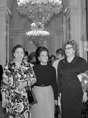 Фото №8 - Советский стиль: как одевались первые леди СССР