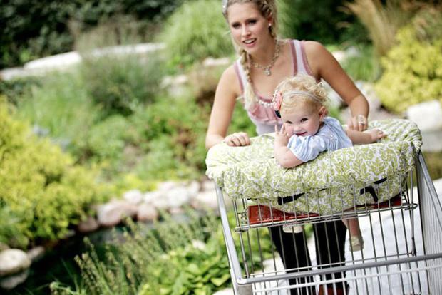 Фото №1 - Выход в люди: 5 вещей, облегчающих жизнь родителей вне дома
