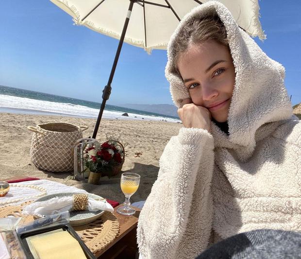 Фото №3 - Как одеться на пикник, чтобы не замерзнуть? Подсмотри у Барбары Палвин