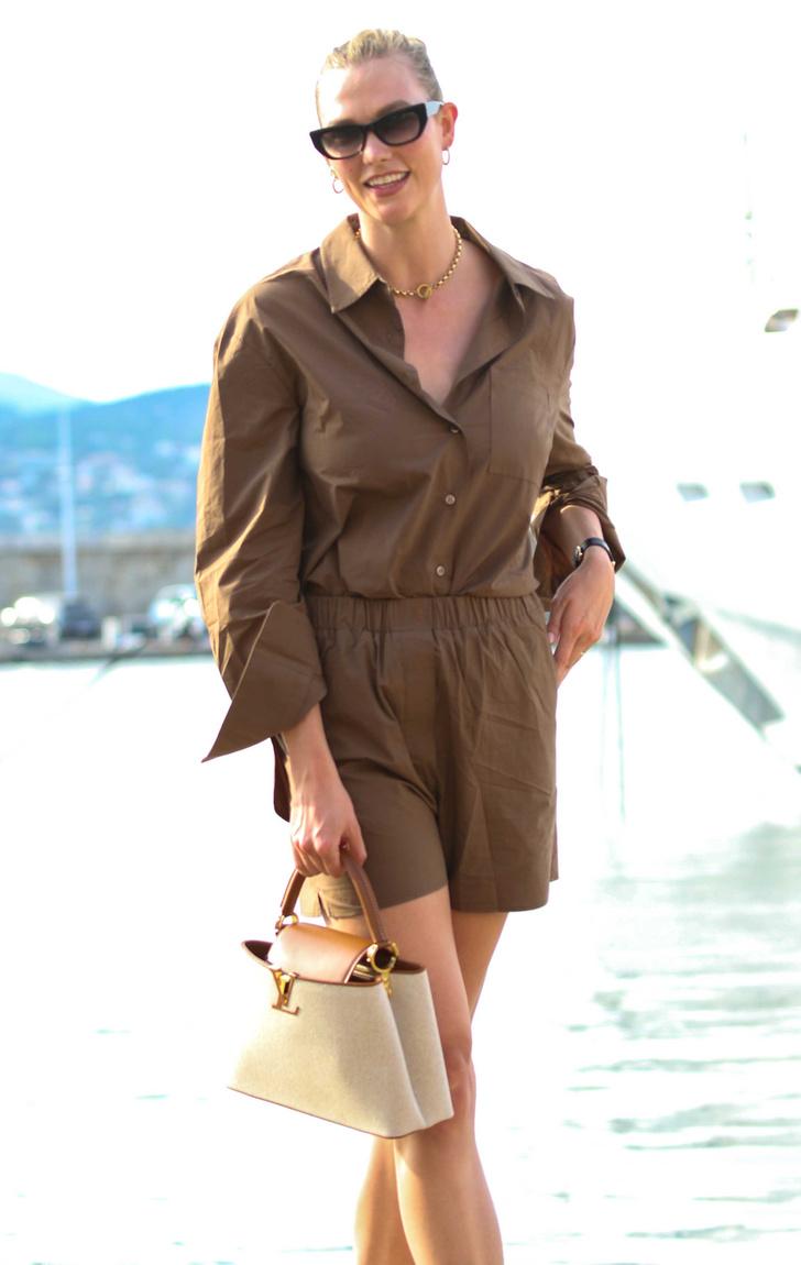 Фото №2 - Льняной костюм с шортами— идеальный вариант в 30-градусную жару. Посмотрите на Карли Клосс и убедитесь в этом сами