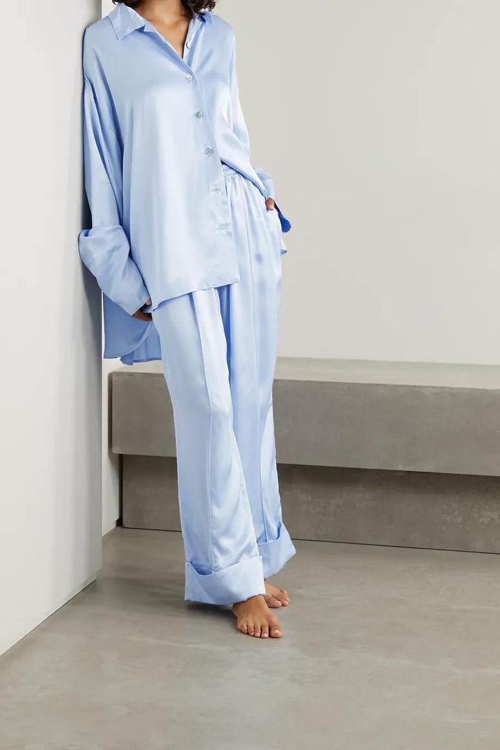Фото №8 - Летом носите шелковую пижаму не только дома: вдохновляющий пример Жизель Оливейры и еще 5 вариантов на каждый день