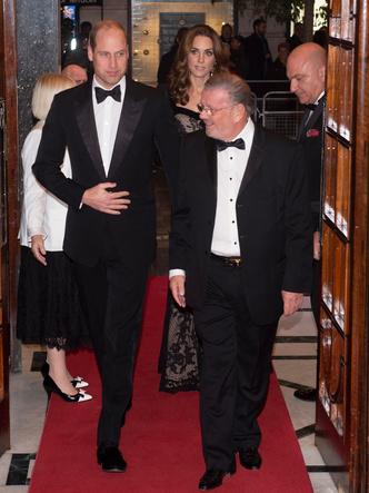 Фото №11 - От Елизаветы II до герцогини Кейт: любимые обувные бренды королевские особ