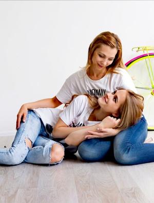 Фото №4 - Правда ли, что дочки становятся копиями своих мам: 15 фото тогда и сейчас