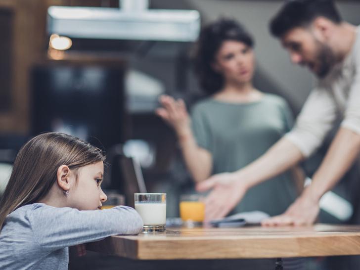 Фото №2 - Запрещенный прием: 5 вещей, которые нельзя делать при ребенке