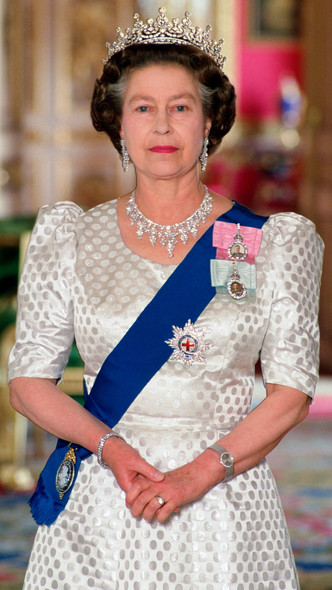 Фото №30 - Полька-дот: как королевские особы носят трендовый «горох»