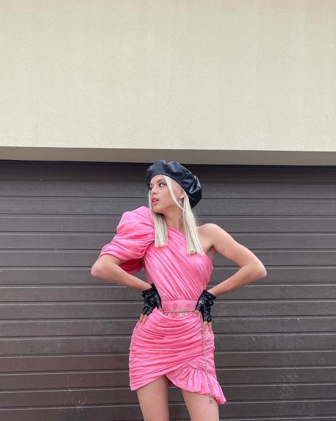 Фото №1 - Розовое безумие: стильный образ на выпускной от Юли Гаврилиной
