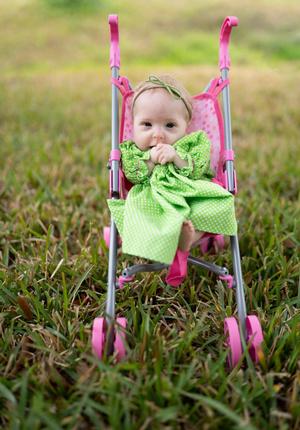 Фото №3 - 2-летняя девочка с редкой болезнью весит 3 кг и носит одежду для новорожденных