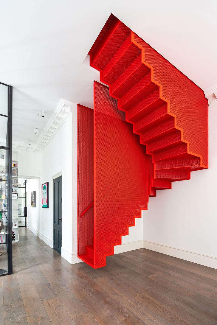 Фото №4 - Квартира с красной лестницей в Лондоне