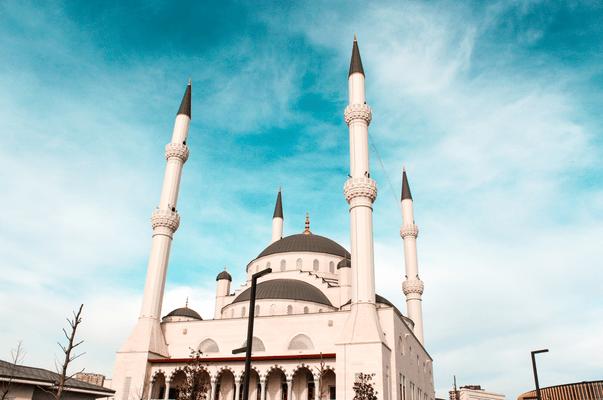 Фото №1 - Тест: Какой турецкий сериал тебе идеально подойдет?