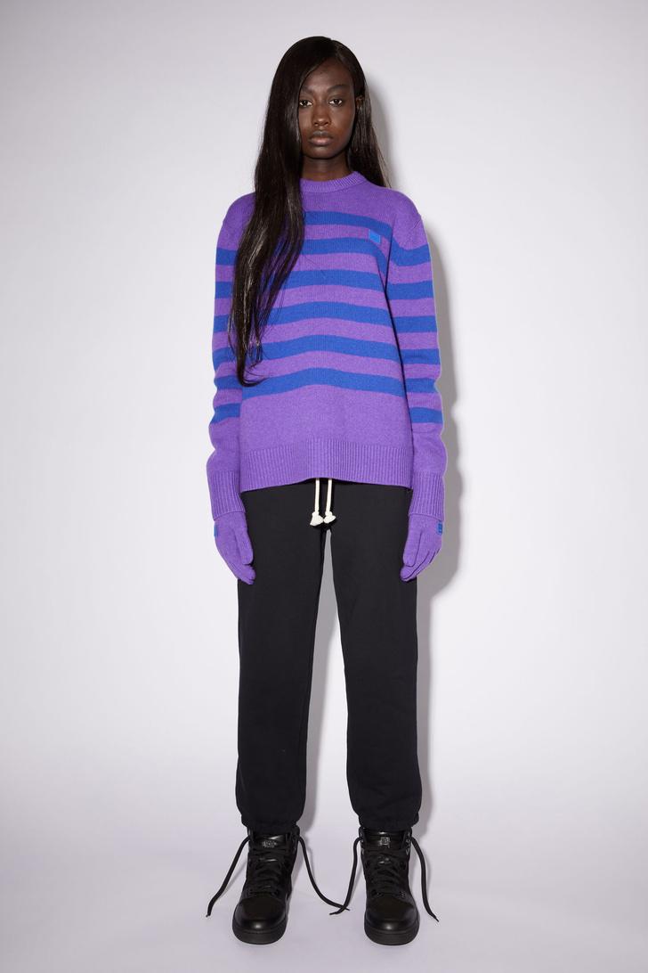 Фото №8 - Полосатый свитер— модное спасение от осенней хандры. И вот 10 классных вариантов на каждый день