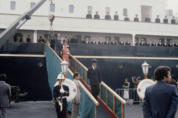 Фото №4 - На борту королевской яхты Britannia из сериала «Корона»