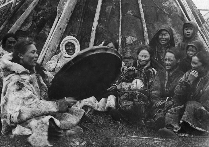 Фото №3 - Круговой обзор: секреты одеяния и атрибутов сибирских шаманов