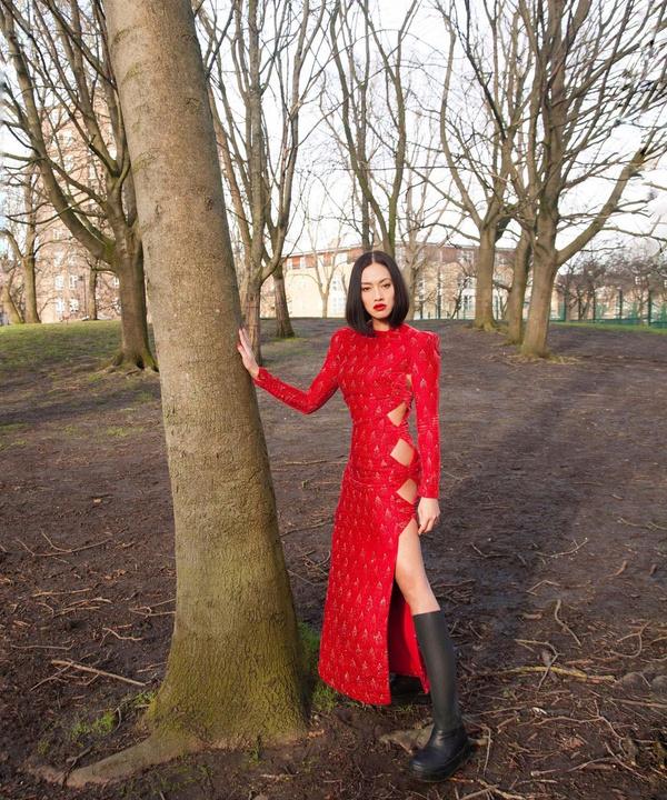 Вечернее платье + резиновые сапоги: свежий тренд на весну от Тиффани Хсу