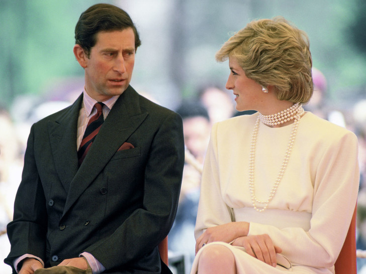 Фото №1 - Начало конца: кто первым решился на измену в браке Уэльских (на самом деле)