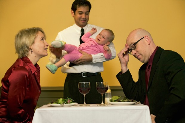 Фото №1 - Как развлечь ребенка в кафе: 13 простых игр