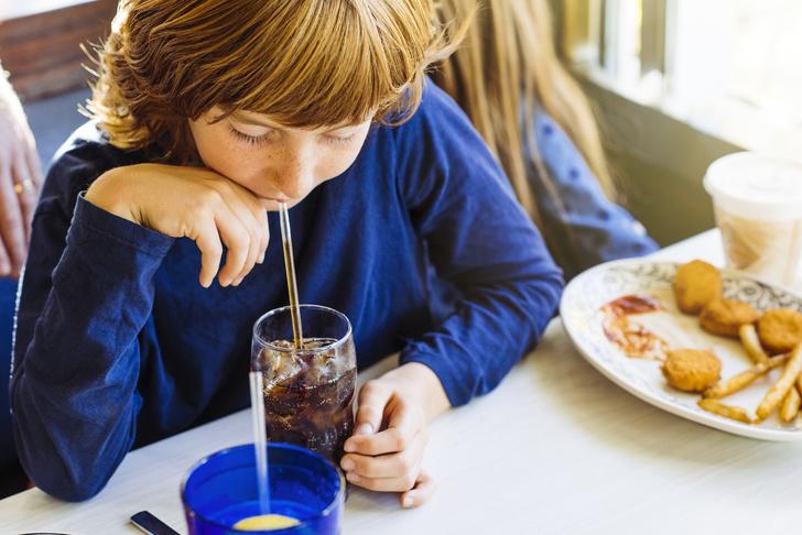 газированные напитки, вред, ожирение, рак, причины рака, рак толстой кишки, рак поджелудочной железы, причины диабета, здоровье, сколько газировки можно в день, сколько колы можно в день