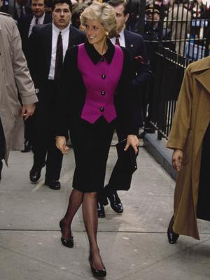 Фото №38 - От персикового до фуксии: как принцесса Диана носила розовый цвет (и почему он ей так шел)