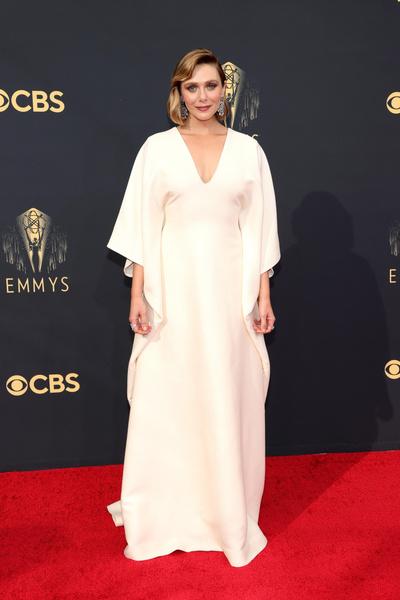 Фото №2 - Ярко и элегантно: самые роскошные образы знаменитостей на Emmy 2021