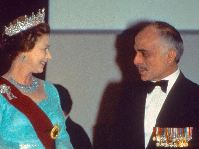 Фото №3 - Как королевские особы носят украшения с бирюзой: самые эффектные выходы