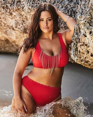Фото №2 - Секс на пляже: какие купальники носят звезды plus size