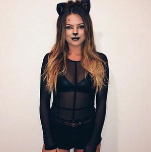 Фото №2 - 5 простых костюмов на Хэллоуин, которые можно найти в своем шкафу прямо сейчас
