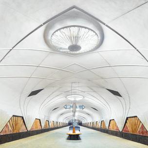 Фото №2 - Гадаем по станциям метро: где ты встретишь свою любовь? ❤️