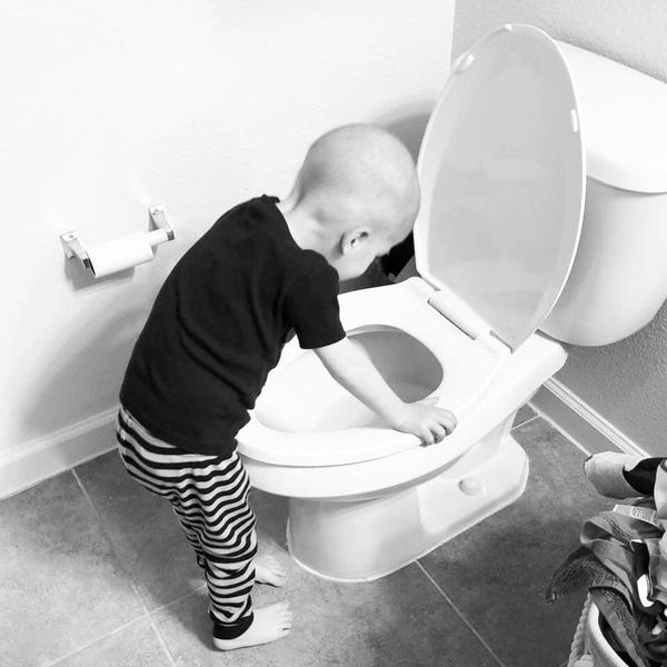 Фото №2 - Как сложилась судьба больного раком мальчика, чье фото потрясло Интернет