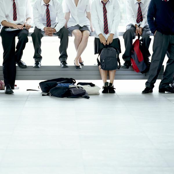 Фото №1 - Ты же леди: правила этикета, о которых нужно помнить в школе