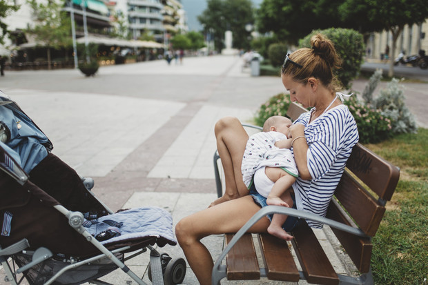 Фото №2 - Нужно ли кормить ребенка грудью после года: мифы и правда